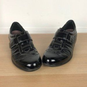 CLARKS patent leather black loafers size 7